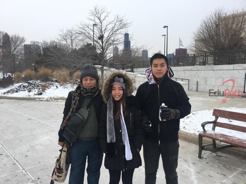 Anh Đinh Trung Dũng du lịch tại Mỹ cùng 2 con