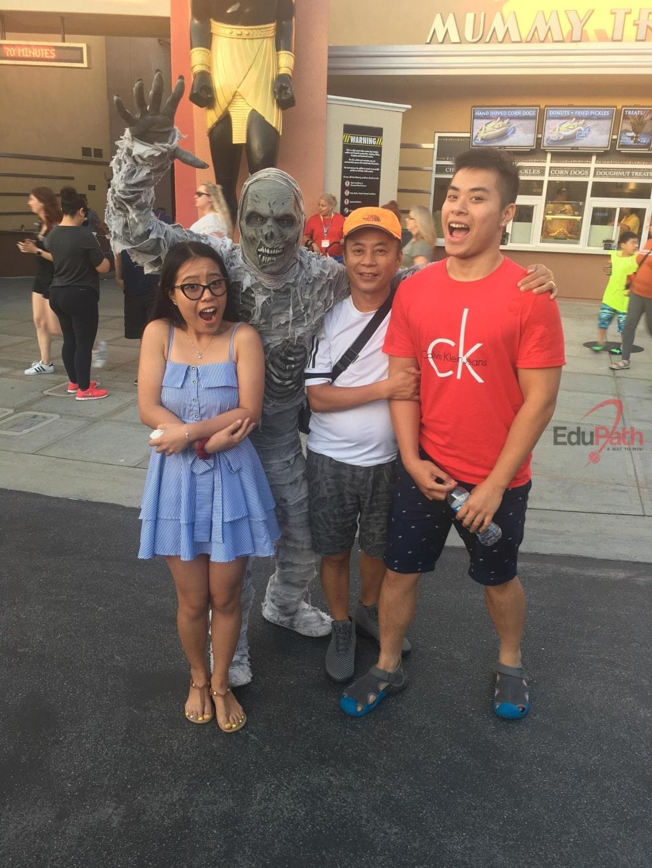 Anh Định Trung Dũng tham gia lễ hội Halloween cùng 2 con
