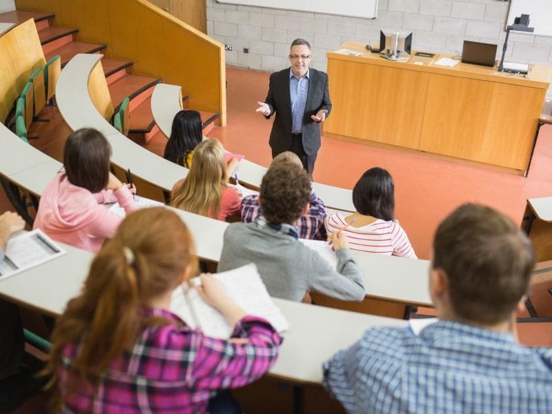 Sinh viên học đại học tại Mỹ