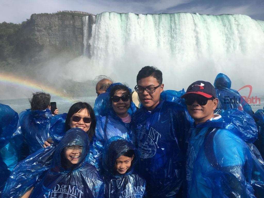 Chị Thuỷ cùng gia đình du lịch Mỹ