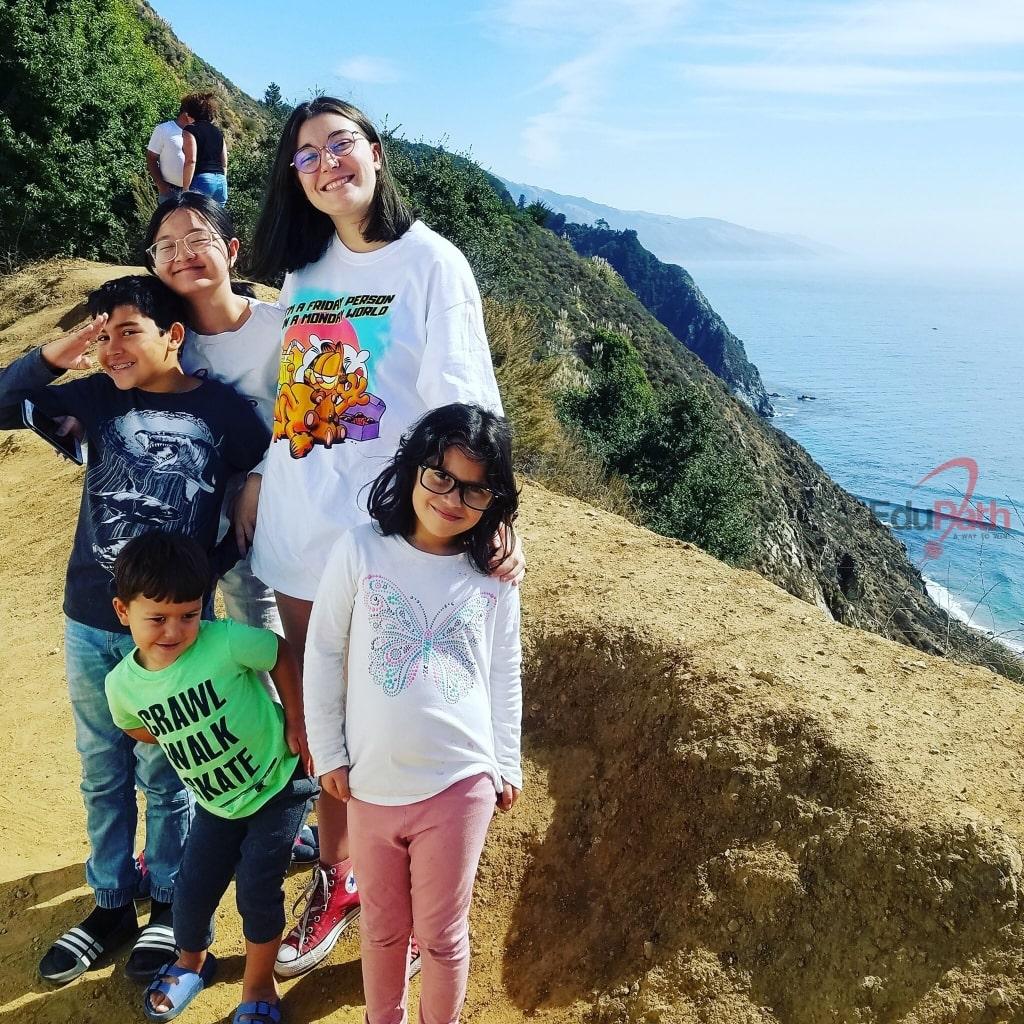 Hoàng Giang du lịch cùng các thành viên trong gia đình Host