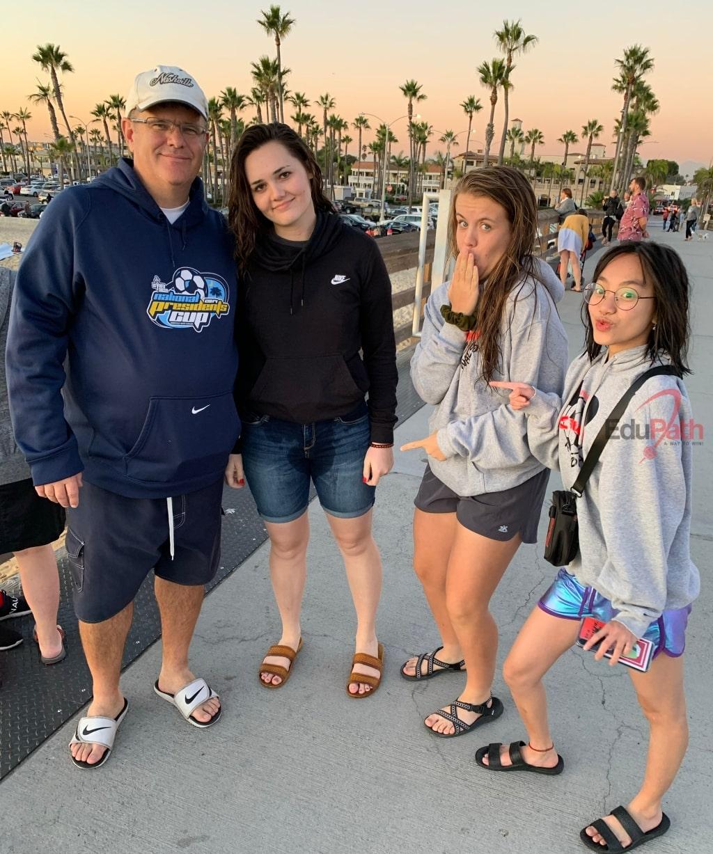 Thu Phương đi du lịch cùng gia đình Host