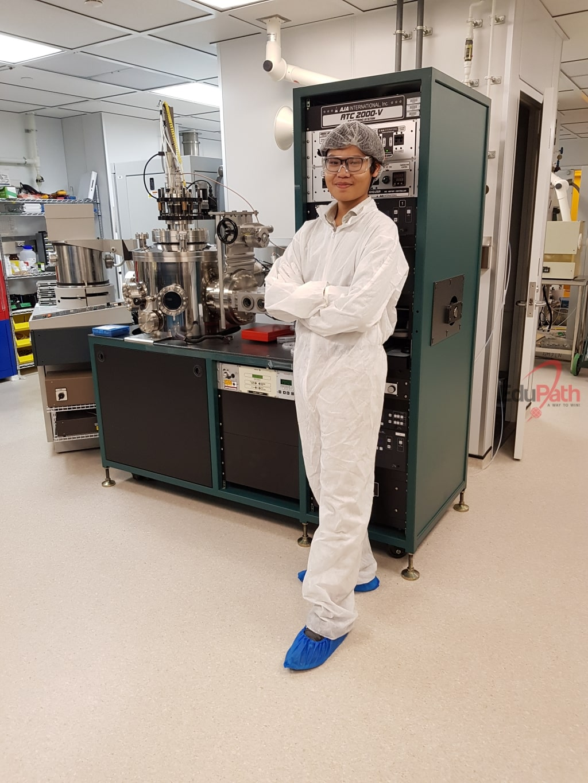 Quang Sơn trong phòng thí nghiệm