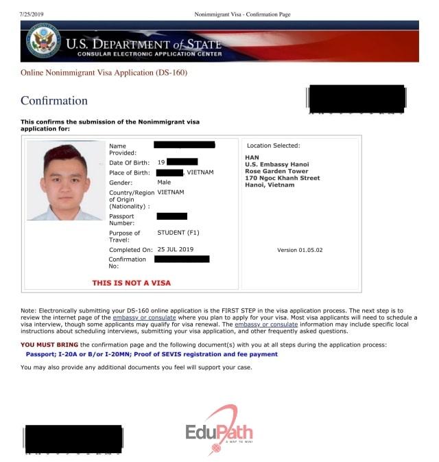 Du học sinh EduPath điền mẫu đơn DS 160