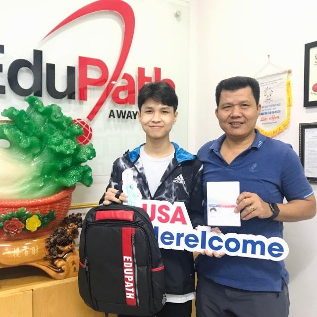 Phụ huynh và du học sinh Nguyễn Công Như Huy