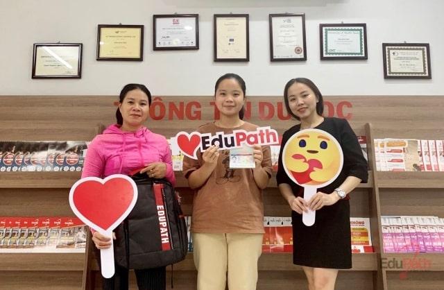 Phụ huynh và du học sinh Nguyễn Lê Guyền của EduPath