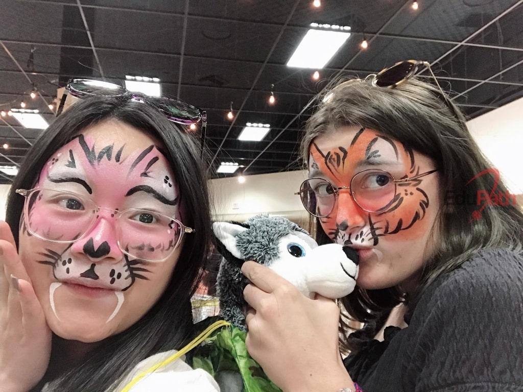 Du học sinh EduPath Nguyễn Hoàng Giang hoá trang cùng bạn trong lễ hội Halloween