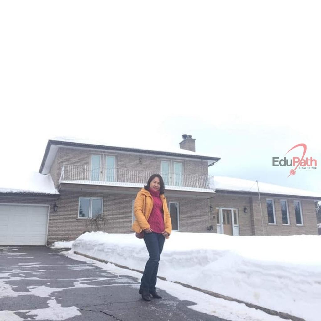 Mẹ của Nguyễn Trung Đạt tại Canada