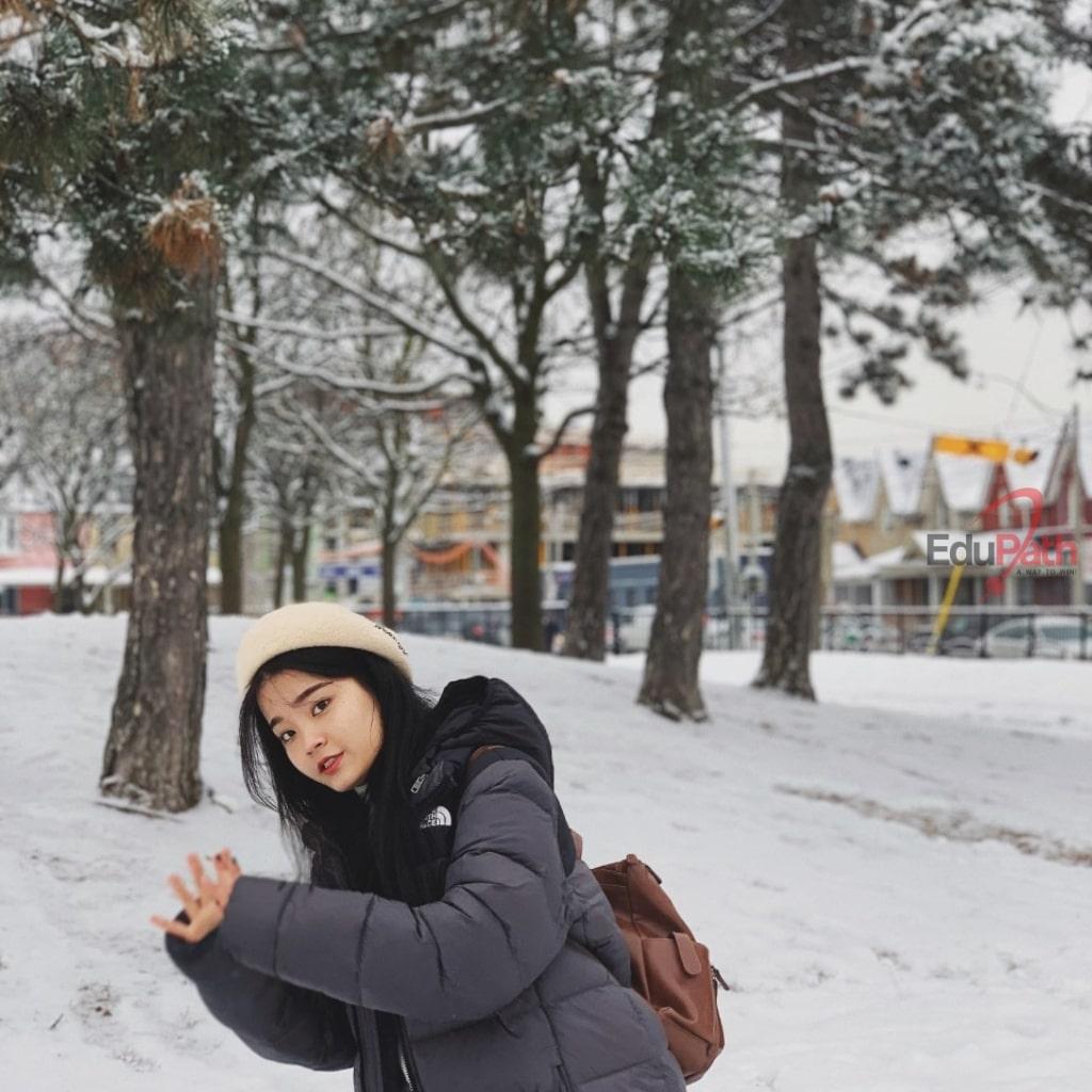 Hạ Vy đón mùa đông đầu tiên tại Canada