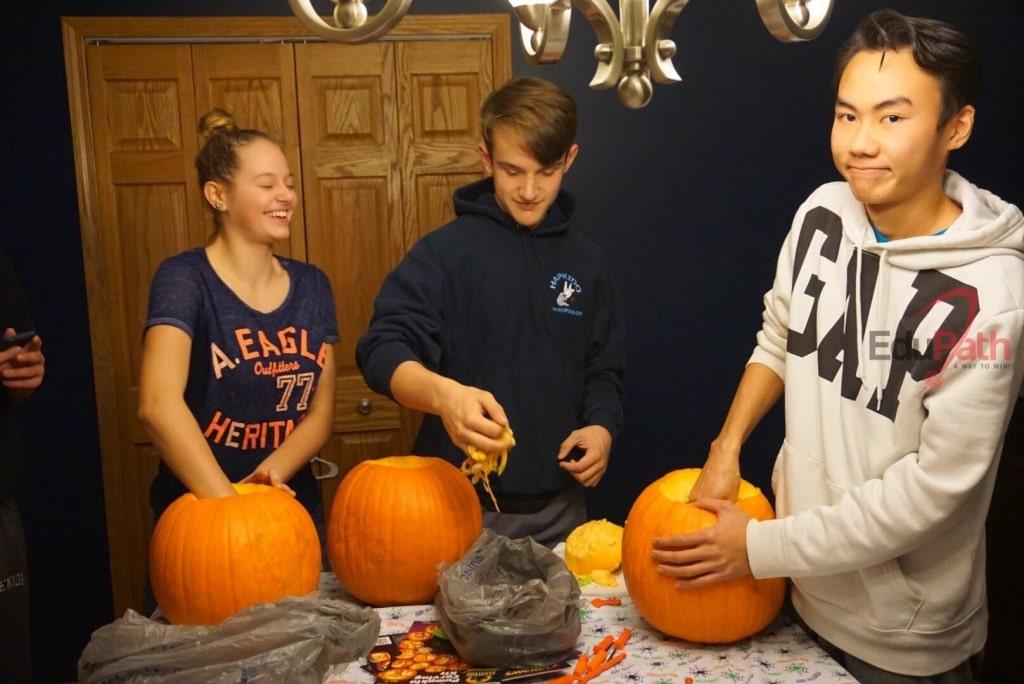 Du học sinh EduPath Trần Hoàng Quân tham gia lễ hội Halloween