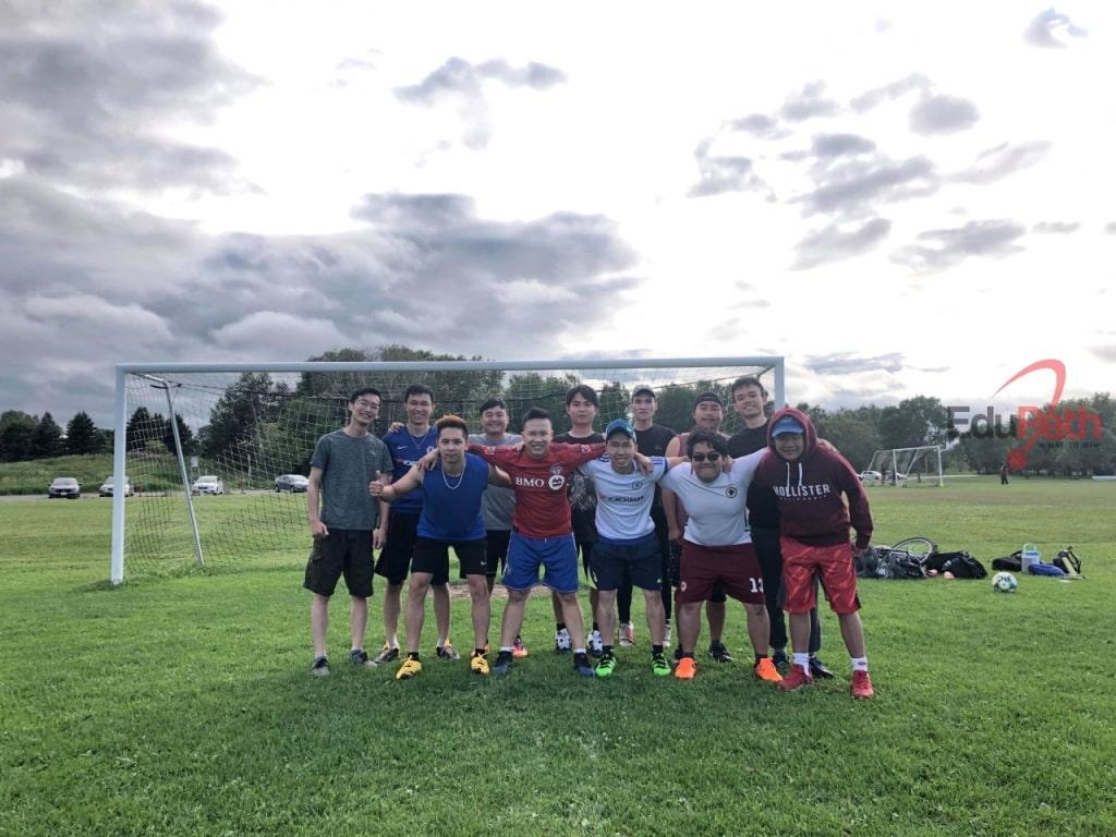 Trung Hải tham gia CLB bóng đá tại trường
