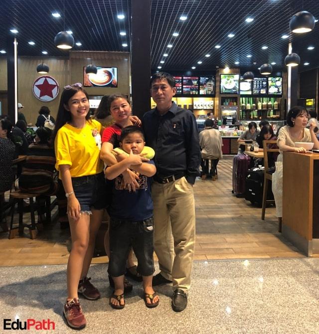 Ly Na tham quan du lịch cùng gia đình