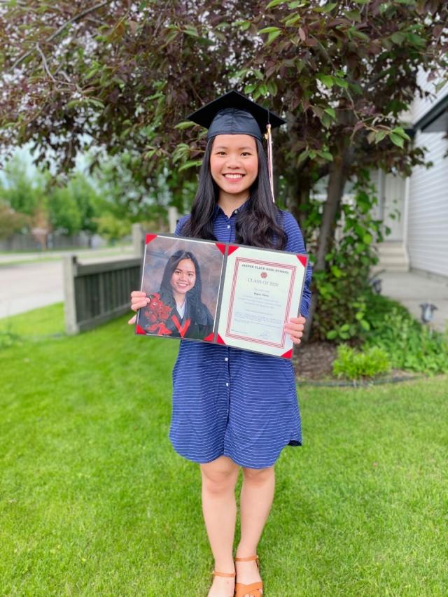 Đinh Thị Bảo Ngân tốt nghiệp trường Edmonton Public Schools, Canada - Du học EduPath