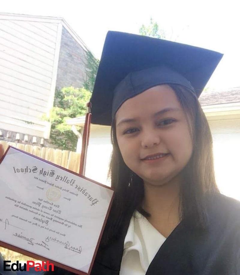 Em Phan Trang Thảo nhận bằng tốt nghiệp THPT Mỹ - Du học EduPath
