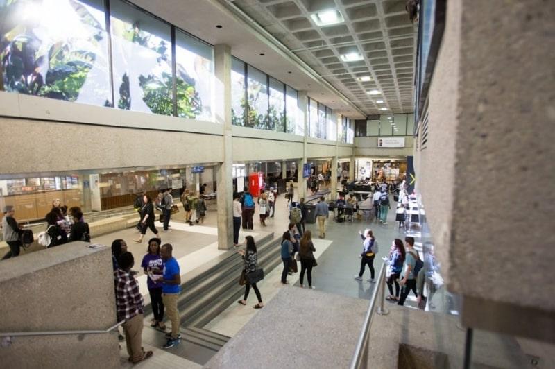 Sảnh-bên-trong-của-University-of-Manitoba-Du-học-Edupath