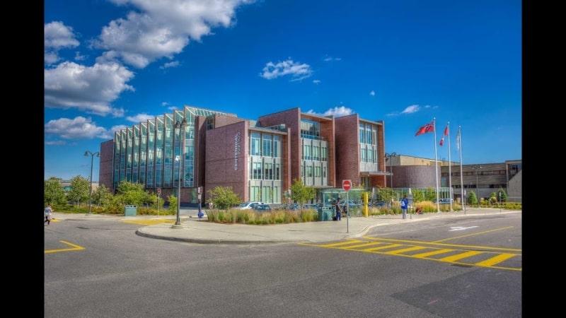 Cảnh-quan-ngoài-của-trường-cao-đẳng-Centennial-Du-học-Edupath