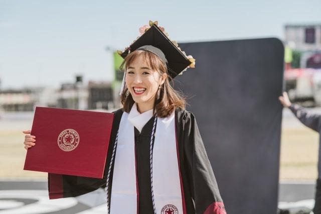 Vy Khanh, du học sinh EduPath nhận bằng tốt nghiệp Mỹ