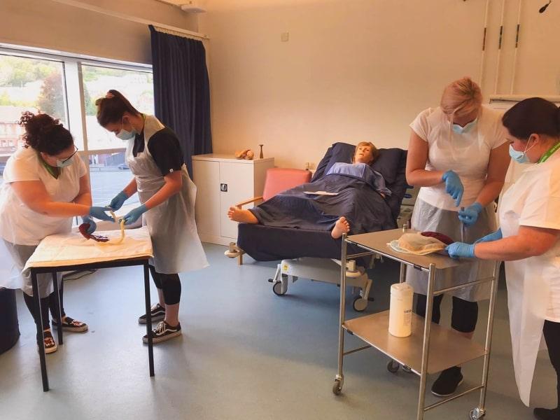 Giờ-học-thực-nghiệm-nghành-y-tế-của-University-of-South-Wales-Du-học-Edupath