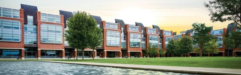 Khung-cảnh-Ontario-Tech-University-Du-học-Edupath