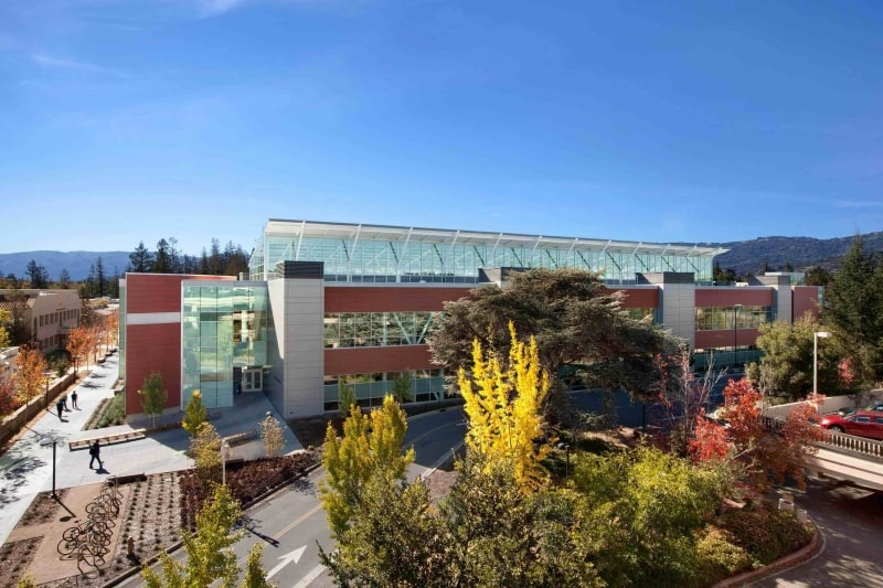 Khung-cảnh-bên-ngoài-Foothill - De-Anza-Colleges-Du-học-Edupath