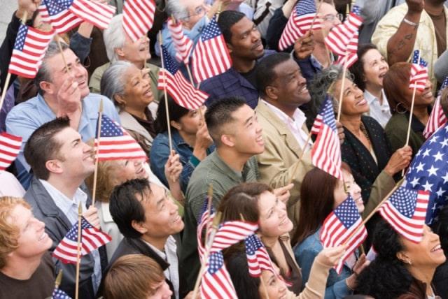 Người dân Mỹ tham dự lễ hội - Du học EduPath