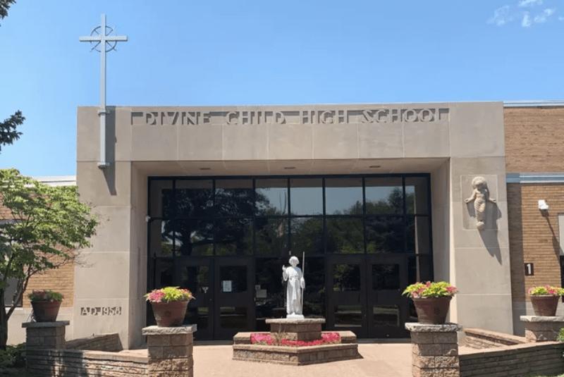 Divine-Child-High-School-Du-học-Edupath