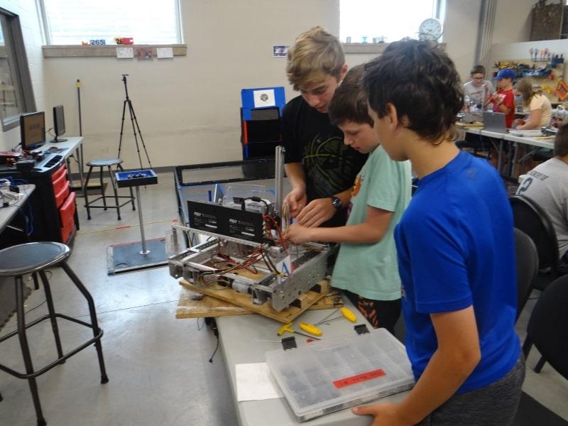 Lớp-học-chế-tạo-của-Wisconsin-Lutheran-High-School-Du-học-Edupath