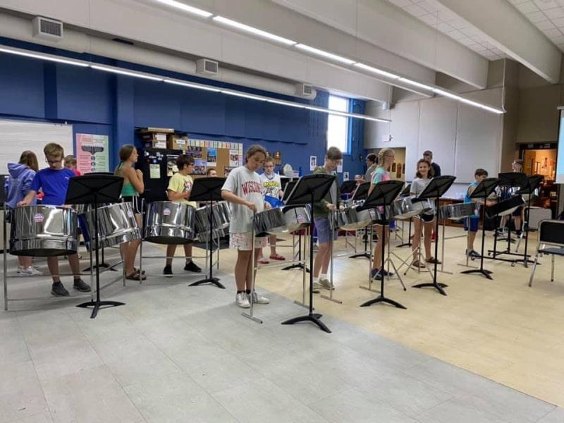 Lớp-nhạc-cụ-của-Wisconsin-Lutheran-High-School-Du-học-Edupath
