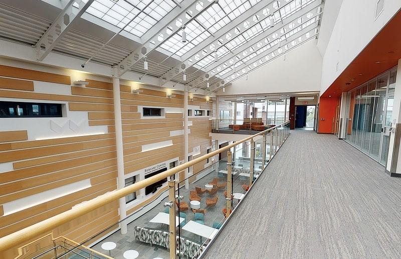 Bên-trong-trường-University-of-New-Haven-Du-học-Edupath