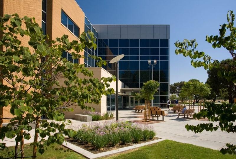 Khung-cảnh-trường-California-State-University-Du-học-Edupath